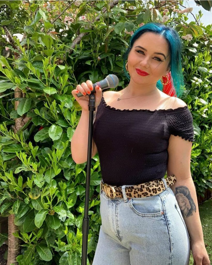 Gemma Gray live Singing live at Fishers Farm Park this half term